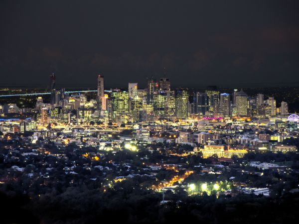 Brisbane city at night from the lookout - Image By Lachlan Fearnley