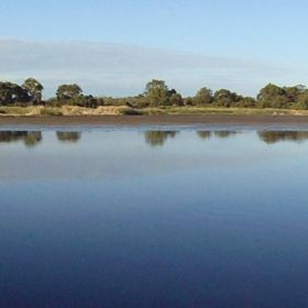 Bibra Lake Panorama By Robk29  https://commons.wikimedia.org/w/index.php?curid=48503354
