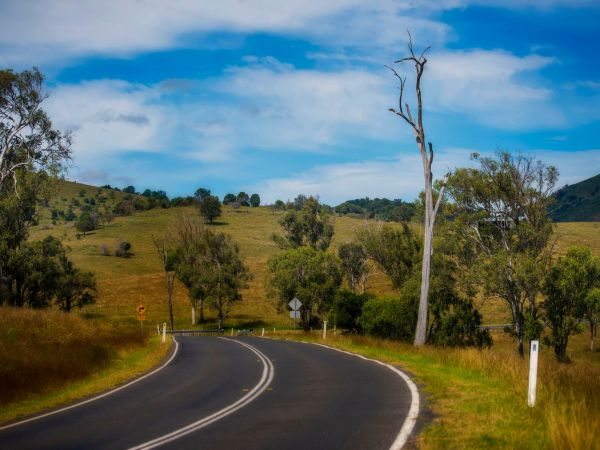 Road to Lake Moogerah  - Image courtesy of Tony Smith/Tourism and Events Queensland