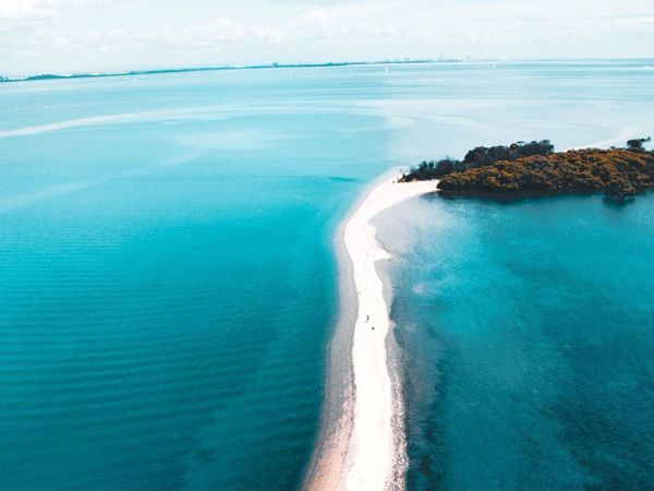 King Island & Tidal Sand Bridge - Image courtesy of https://www.queensland.com